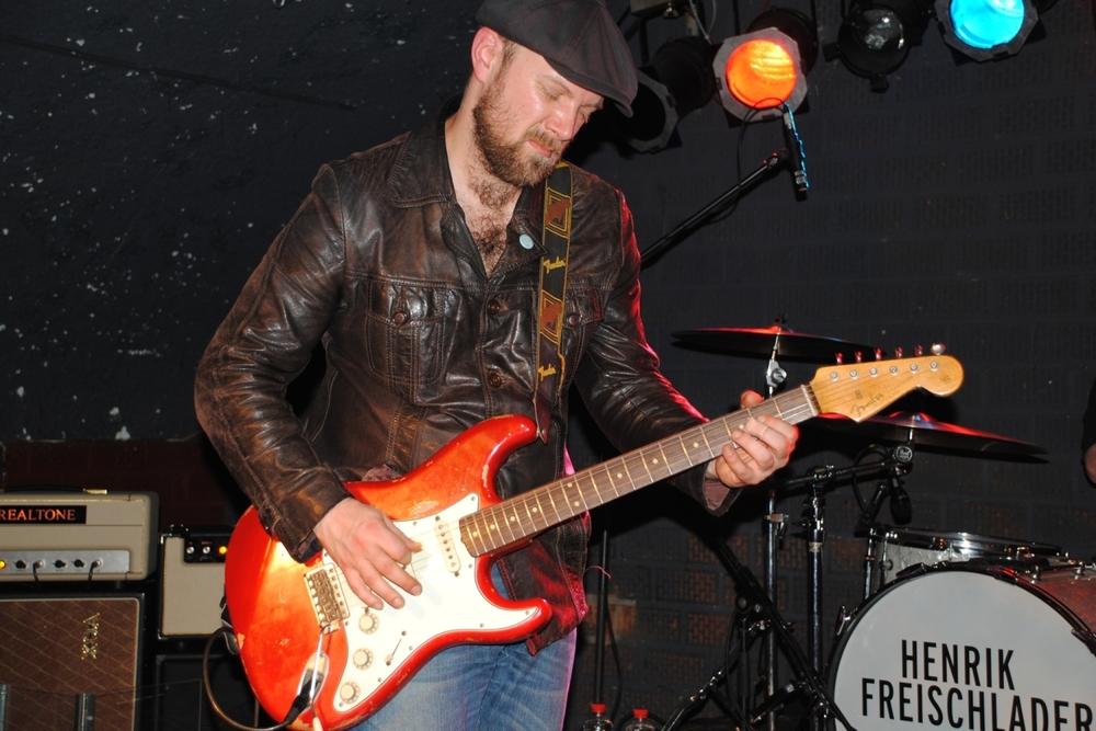 Henrik Freischlader Live mit seiner Stratocaster