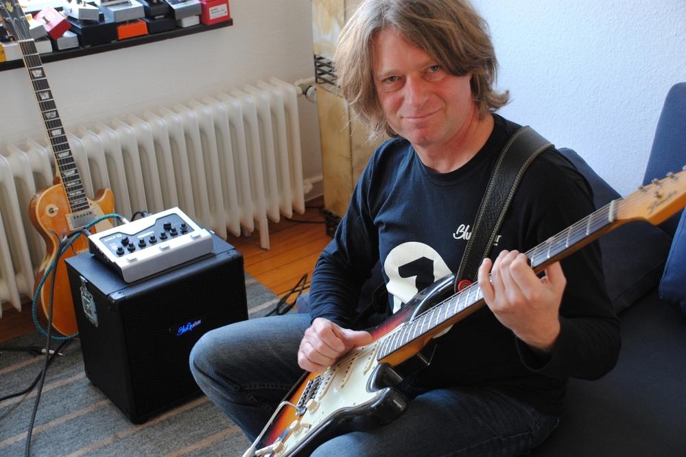 Thomas Blug mit dem BluGuitar Amp1