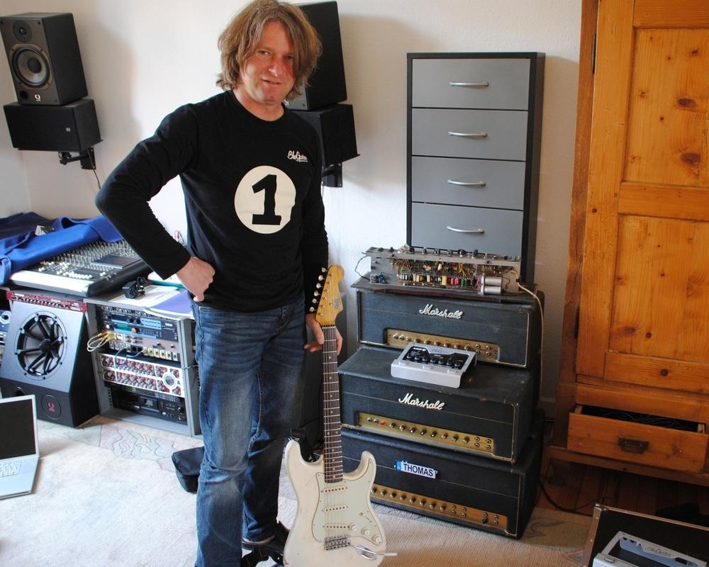 Thomas Blug mit seinen Marshall Plexi Amps