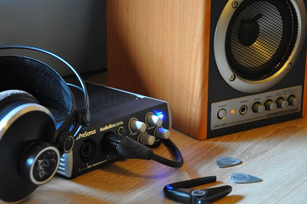Tipps zum Üben - mit guten Boxen oder einem guten Kopfhörer lässt sich Musik intensiver wahrnehmen und besser verarbeiten.