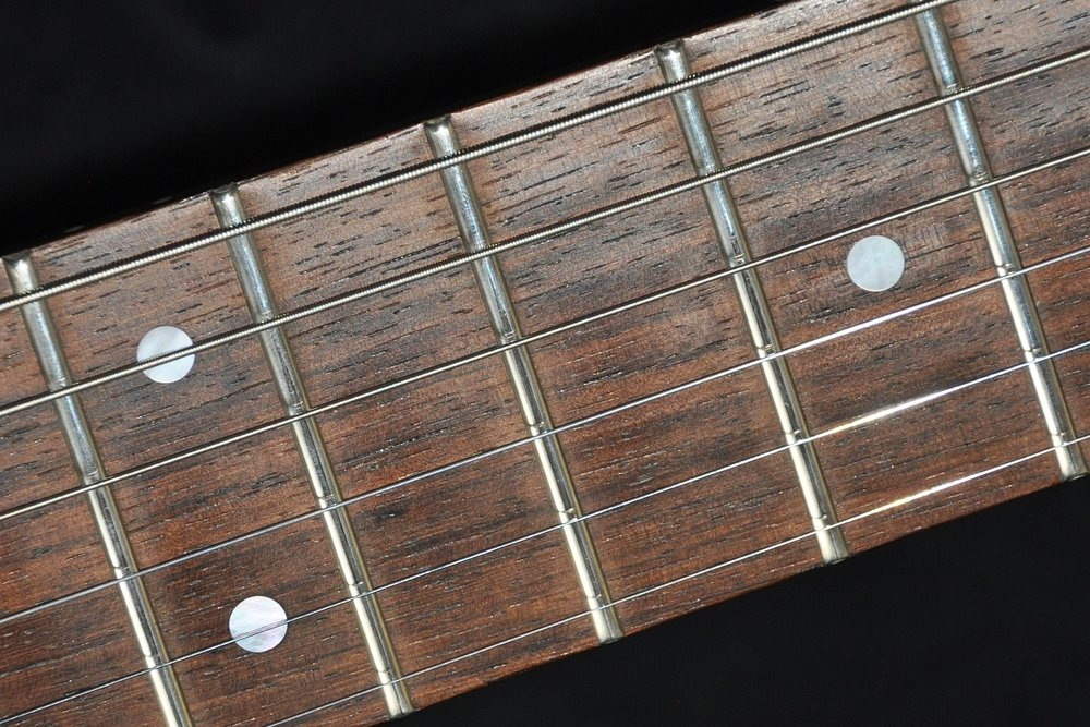 Palisander-Griffbrett ( rosewood fretboard )