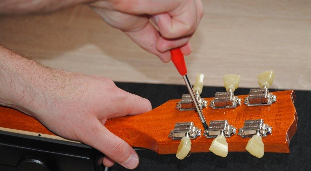 Gitarren-Mechaniken befestigen - Bild 2
