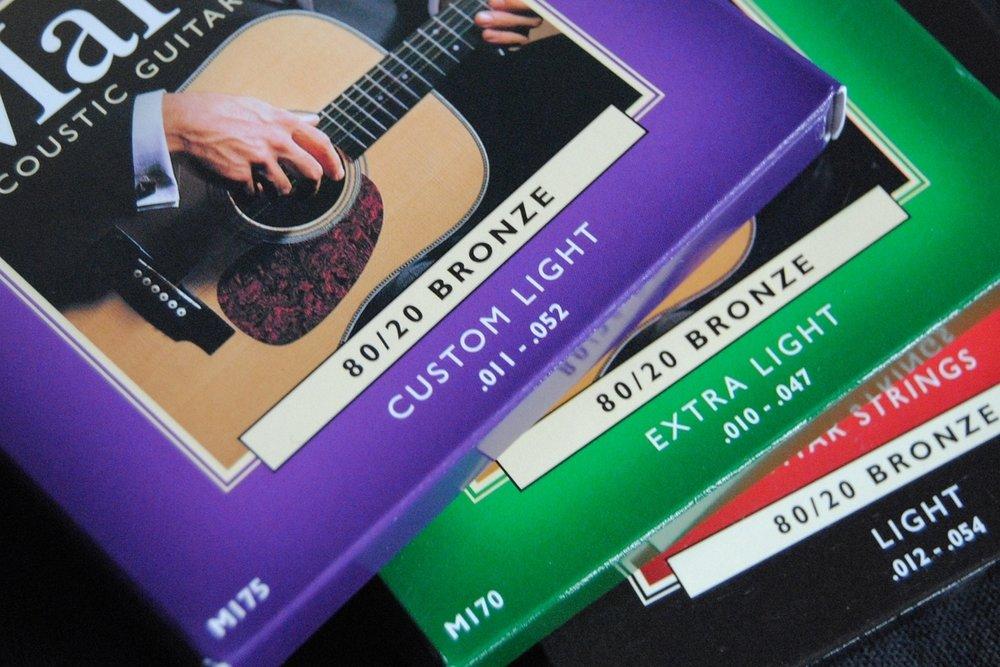 Verschiedene Saitenstärken ( string gauges ) für Western-Gitarre