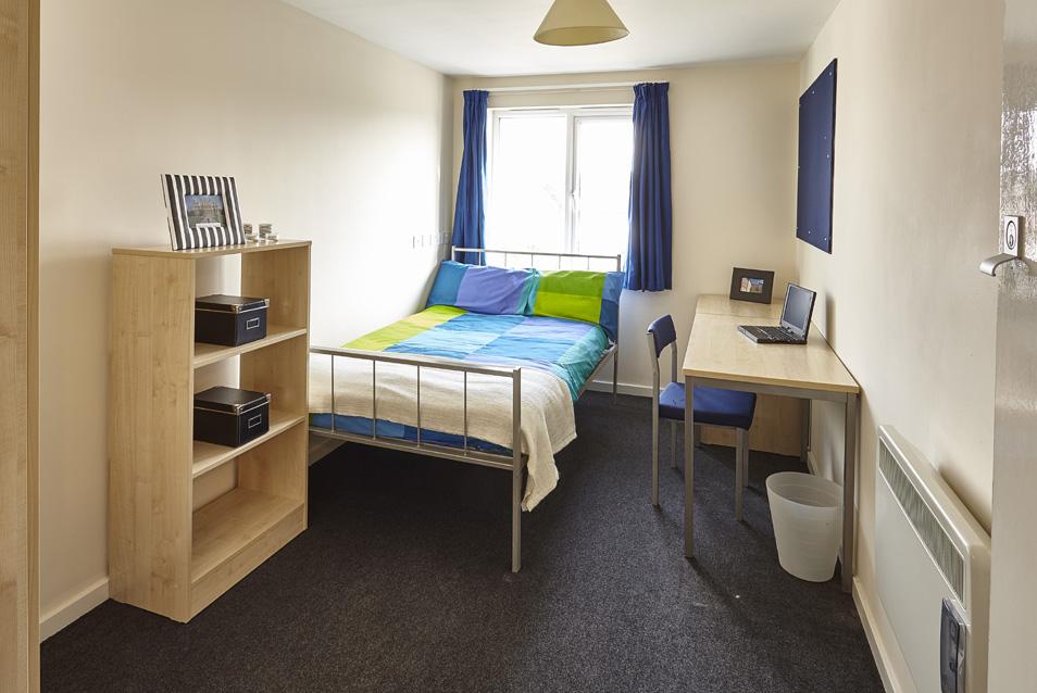 Bedroom1_4bed.jpg