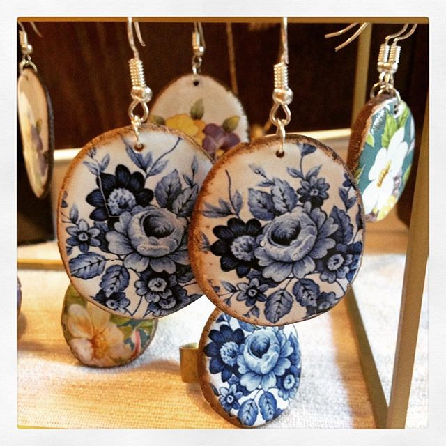 A new addition to @masoudi.london and Danaqa...these pretty #ceramic #earrings and #rings #madeiniran #ethicaljewellery #womeninbusiness 💙