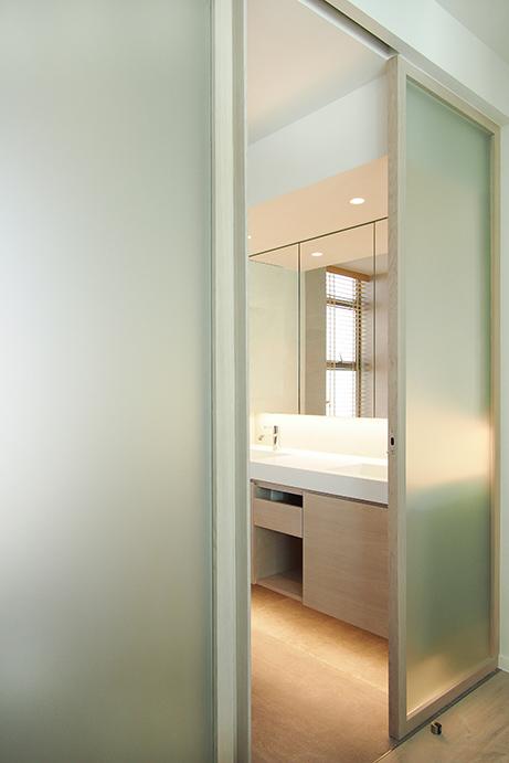 Ho Man Tin apt - master bath 02.jpg