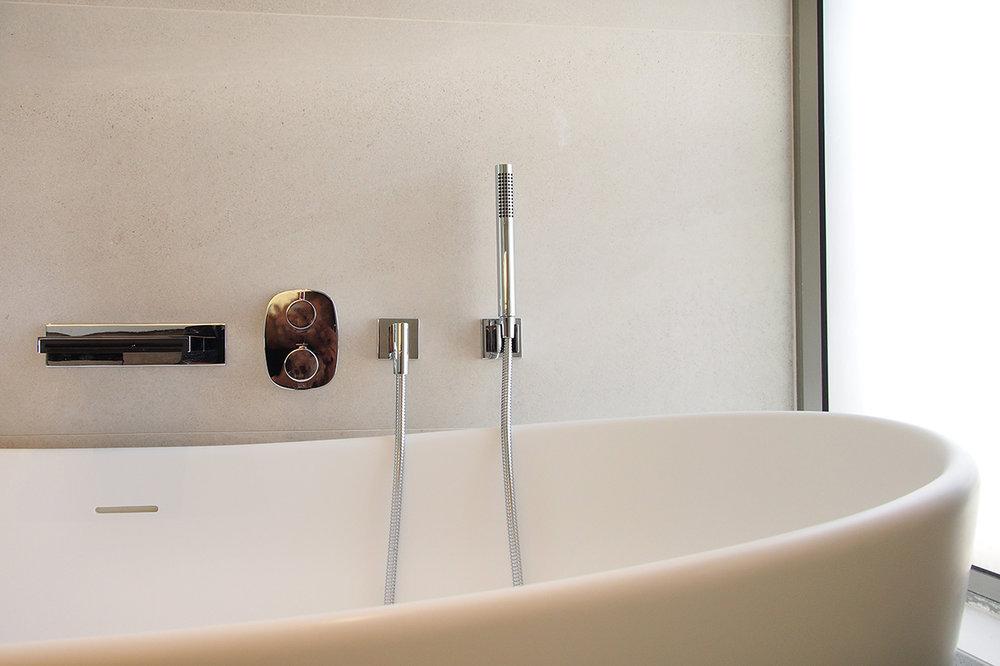 Ho Man Tin apt - master bath 03.jpg