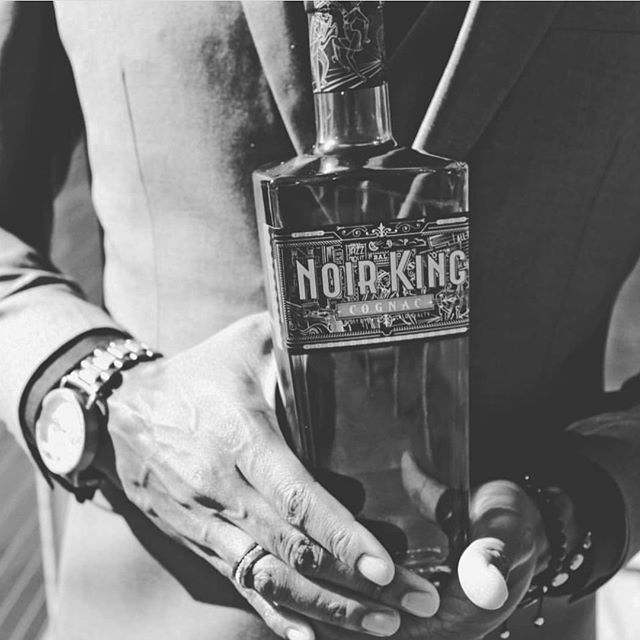 What are y'all wearing to the living room? Happy Thanksgiving! 🥃👑 • • #happythanksgivng #thanksgiving #noirkingcognac #noirkingnation #cognac #2018 #love #family #tbt #tradition #blackowned #blacklove #blackandwhitephotography #faithfulblackmanassociation