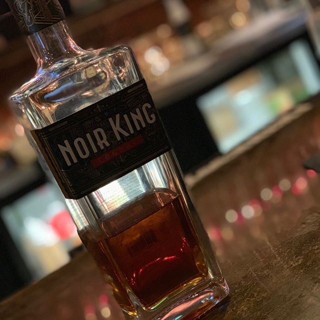 Holiday party with the crew ✔️ Noir King on deck ✔️ #instamax memories ✔️ Happy holidays from #NoirKingCognac and stay safe this season! 🥃👑 #DrinkLikeAKing