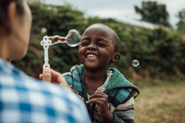 Bubbles have never been so fun. It's finally time for me to start sharing some photos from our recent Kenya trip. So many incredible stories I will try to get in to, but for now, enjoy bubbles. ⠀⠀ .⠀⠀ .⠀⠀ .⠀⠀ .⠀⠀ .⠀⠀ .⠀⠀ .⠀⠀ .⠀⠀ .⠀⠀ .⠀⠀ .⠀⠀ .⠀⠀ #kenya #africa #bubbles #children #canon #sigma #fun #smile #travel