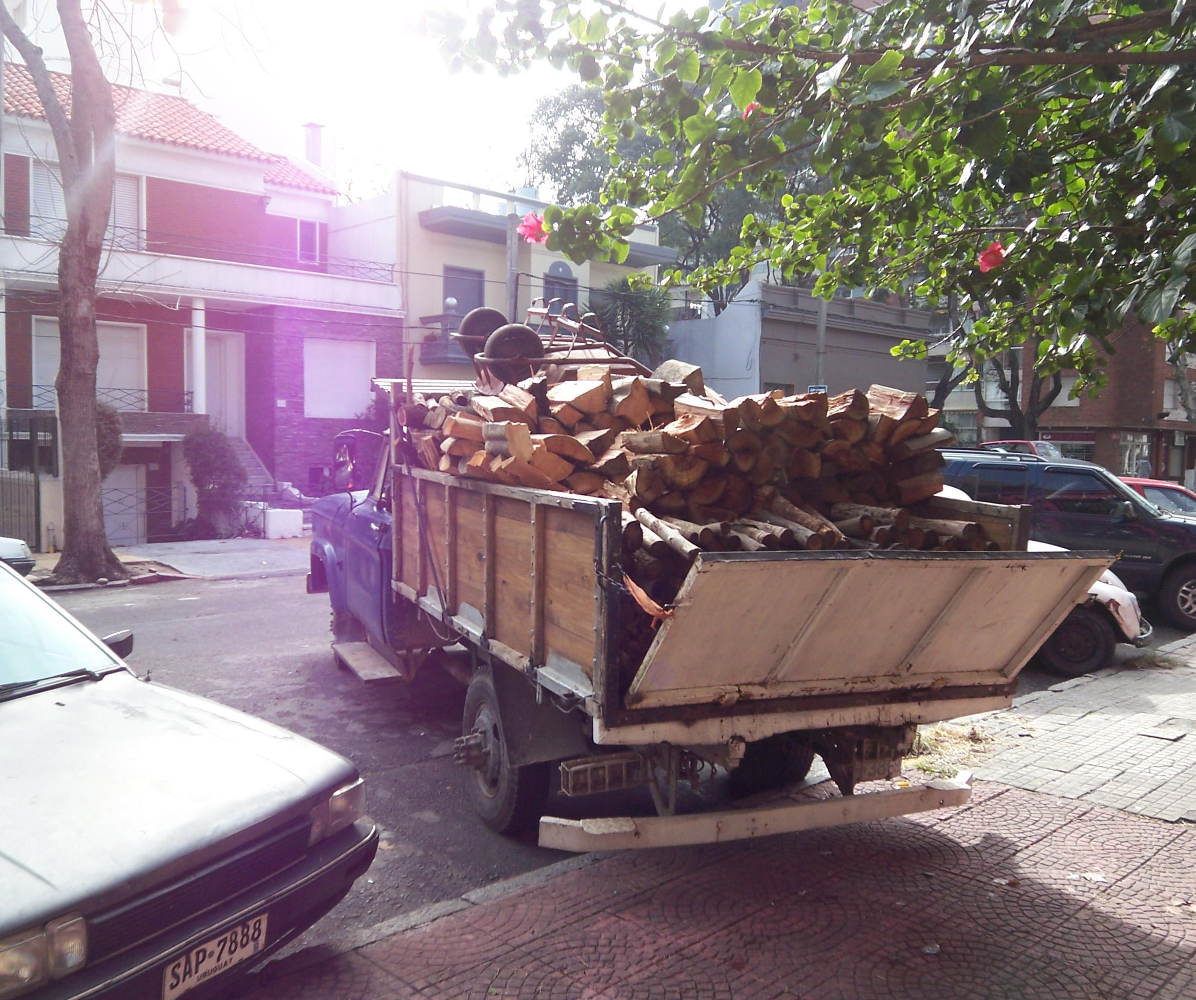La Costanera delivery truck