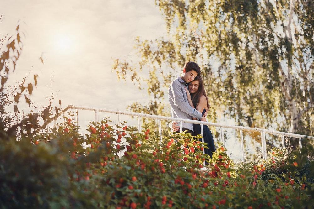 Růžový sad na Petříně v Praze je ideálním místem pro tvoření romantických zamilovaných párových fotografií.