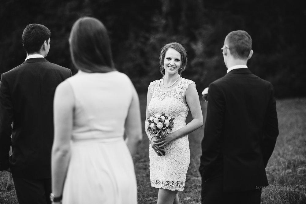 kreativni-svatebni-portret-nevesty-se-svatebcany-v-podzamecke-za