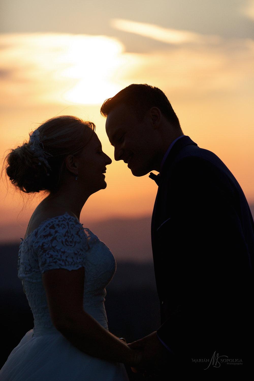 svatebni-fotografie-roznov-pod-radhostem-silueta-zamilovaneho-no