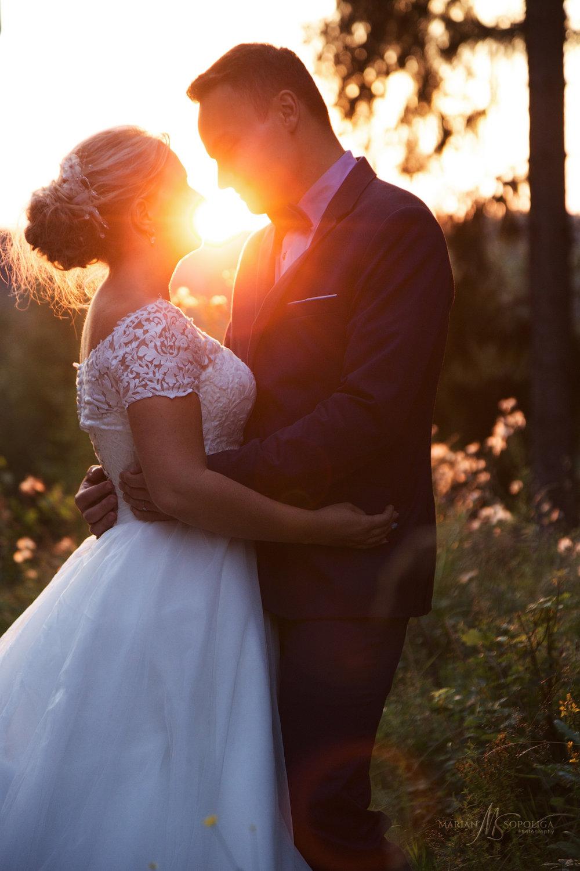 foceni-svateb-roznov-pod-radhostem-silueta-zamilovaneho-novomanz