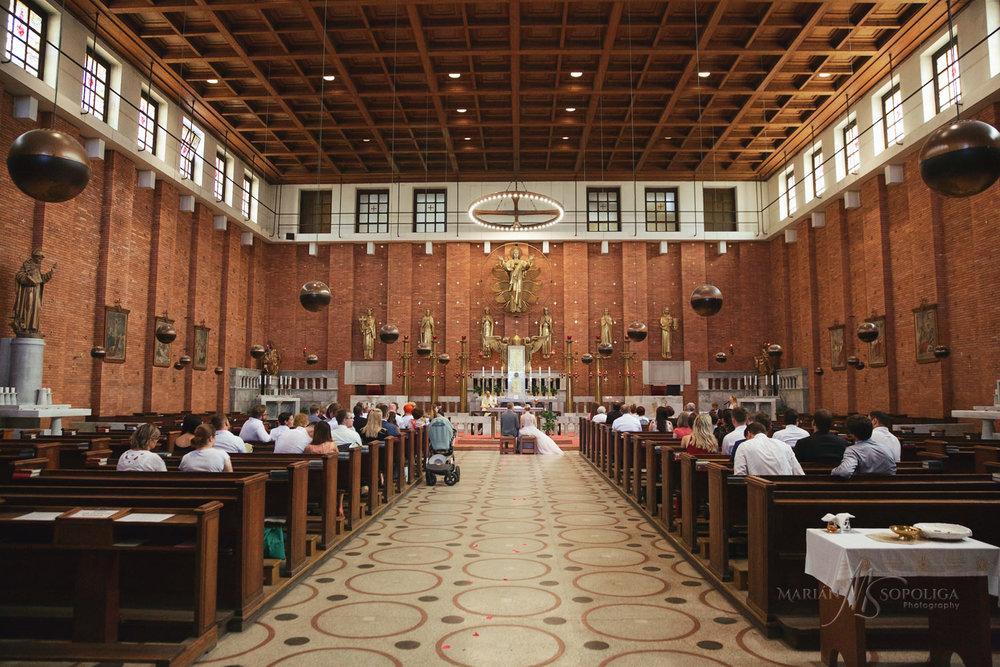 svatebni-fotografie-z-obradu-v-kostele-nejsvetejsiho-srdce-pane-