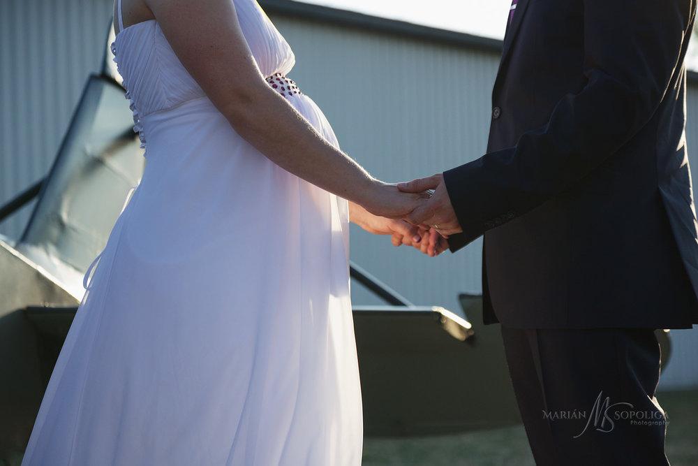 svatebni-fotografie-zenicha-a-nevesty-ze-svatby-v-leteckem-muzeu
