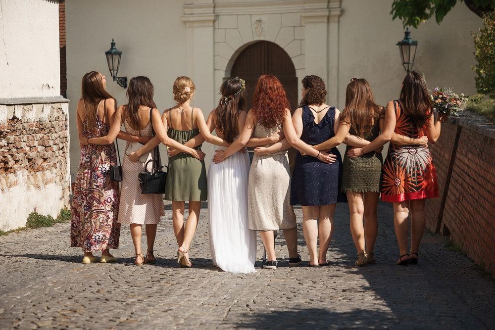 svatebni-fotky-ze-svatby-ve-dvorku-pod-petrovem-v-brne001.jpg