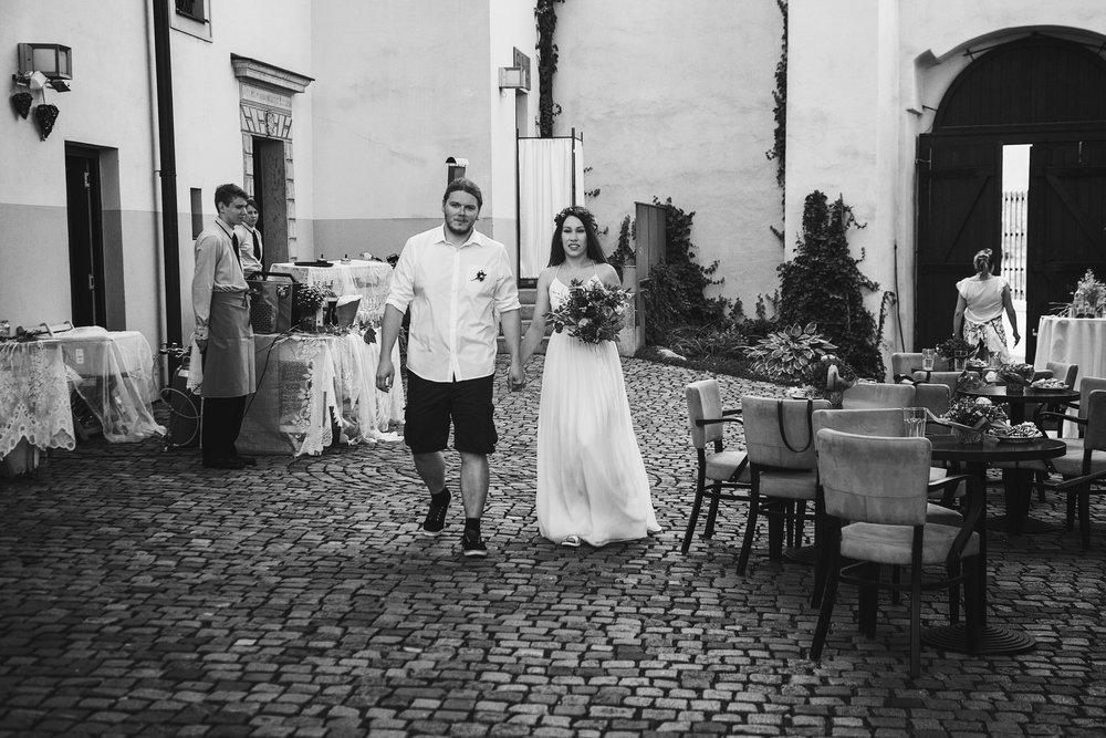 svatebni-fotky-ze-svatby-ve-dvorku-pod-petrovem-v-brne005.jpg