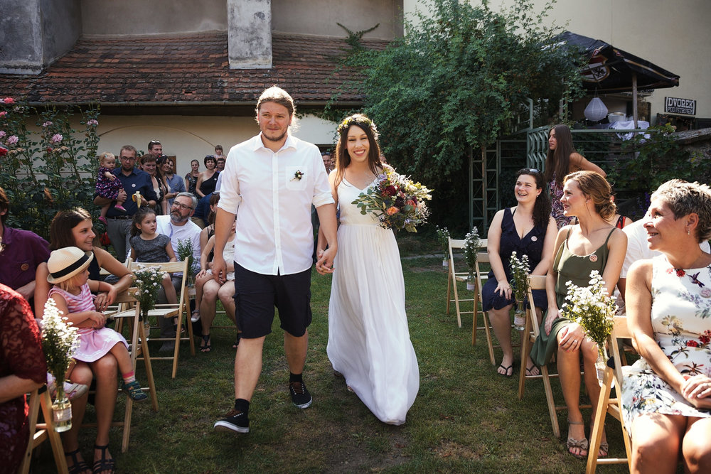svatebni-fotky-ze-svatby-ve-dvorku-pod-petrovem-v-brne006.jpg
