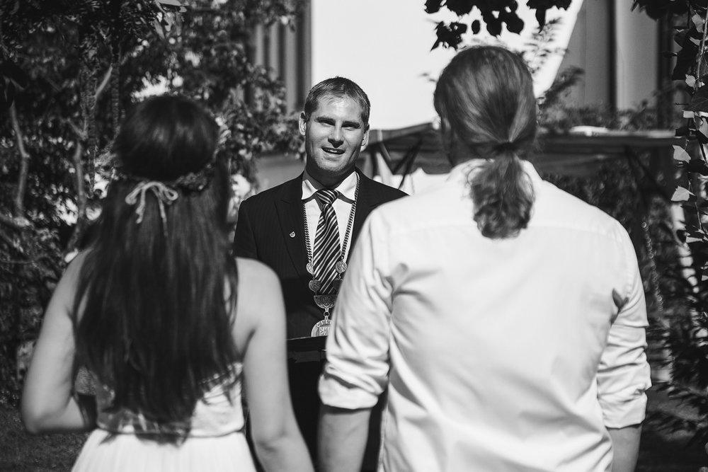 svatebni-fotky-ze-svatby-ve-dvorku-pod-petrovem-v-brne009.jpg