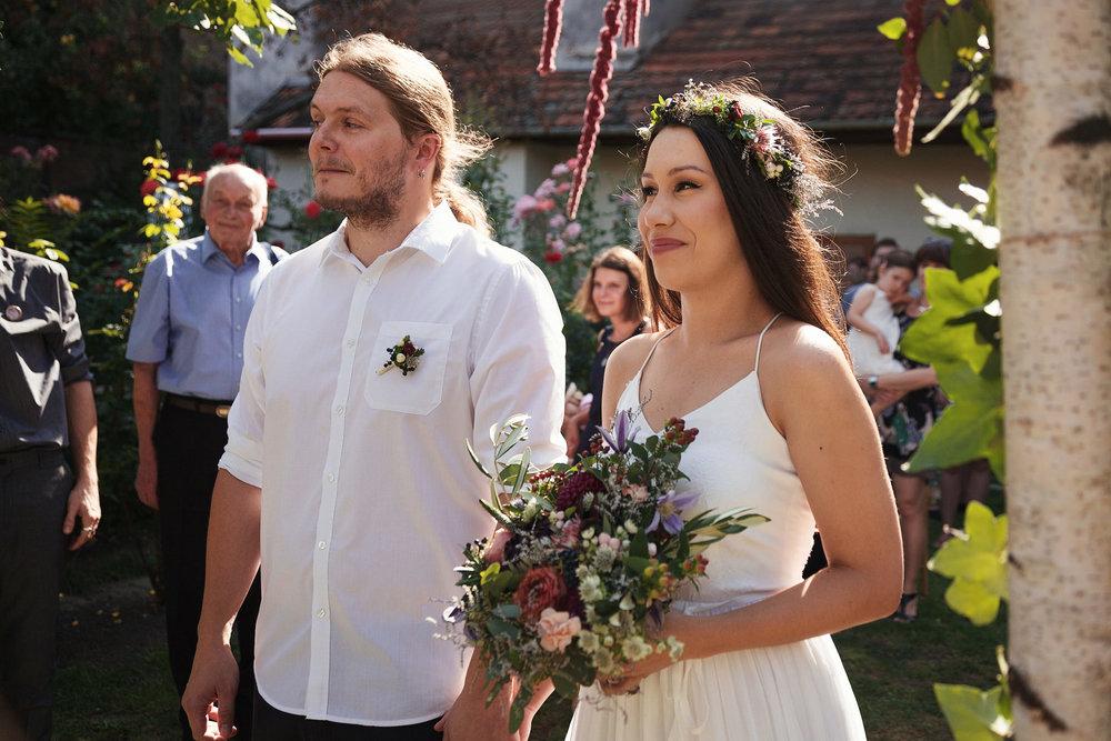 svatebni-fotky-ze-svatby-ve-dvorku-pod-petrovem-v-brne017.jpg