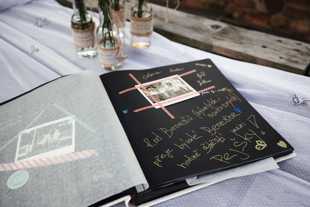 reportazni-svatebni-fotograf-brno011.jpg