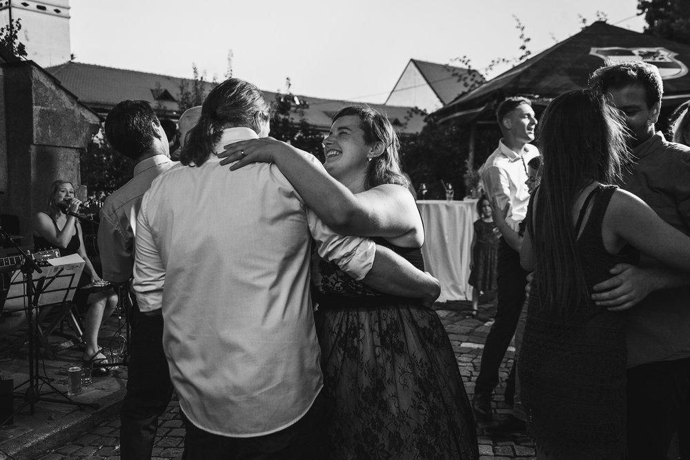 dokumentarni-svatebni-fotografe-dvorek-pod-petrovem-v- brne024.j