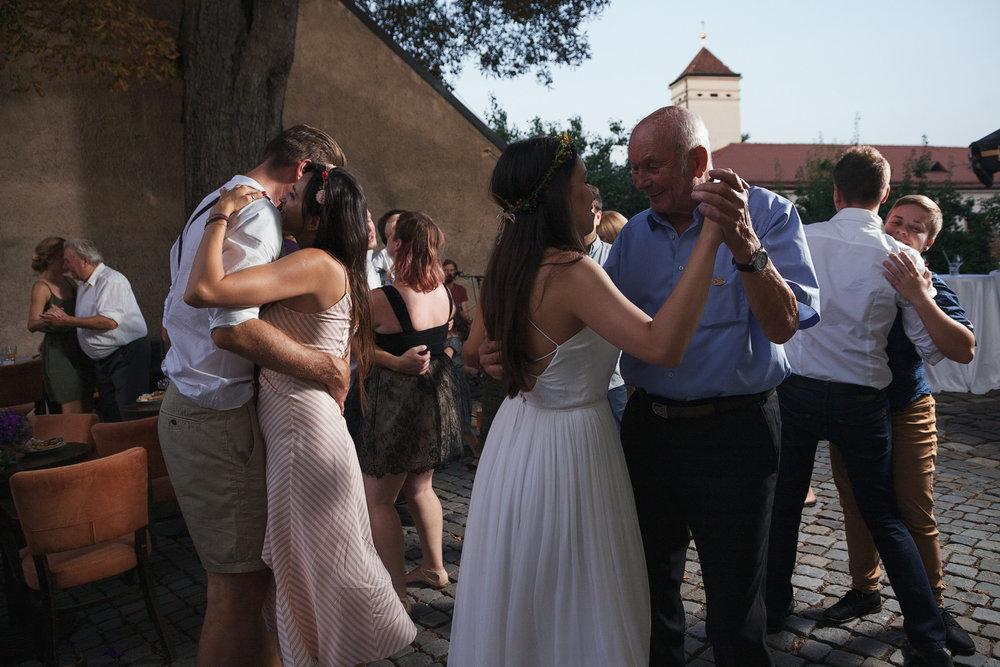 dokumentarni-svatebni-fotografe-dvorek-pod-petrovem-v- brne025.j