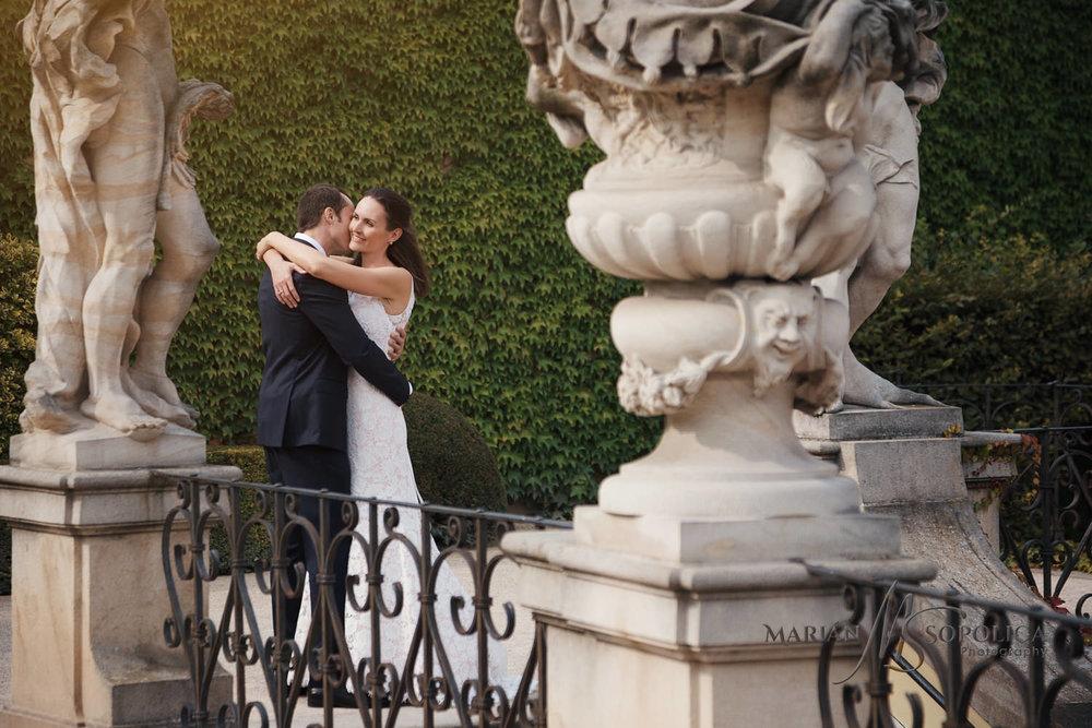 profesionalni-svatebni-fotograf-praha-vrtbovska-zahrada.jpg
