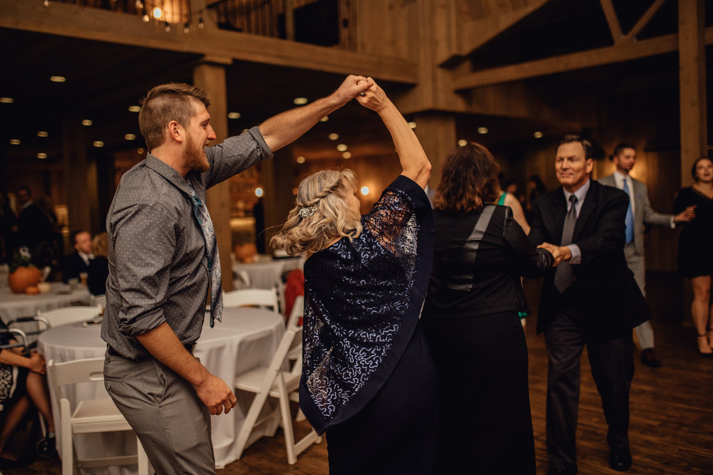 EMERALD TIDE PHOTOGRAPHY - RUSTIC MANOR 1848 FALL WISCONSIN INTIMATE BARN PHOTOGRAPHER