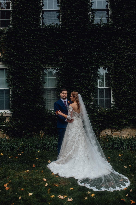 EMERALD TIDE PHOTOGRAPHY RUSTIC MANOR 1848 WISCONSIN FALL BARN WEDDING PHOTOGRAPHER