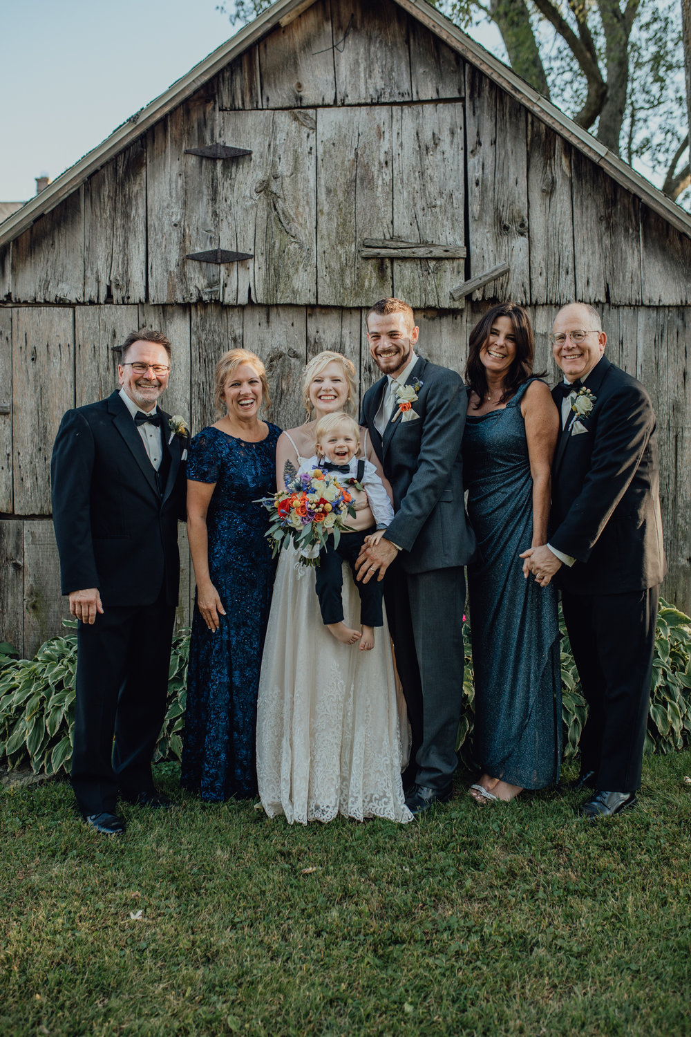 family portrait at oak hill weddings
