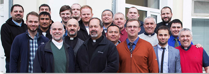 Teaching elder Jeff Myers (front, middle) of Providence Reformed Presbyterian Church of St. Louis (РСА) taught James and Biblical Worship at the Spring Intensive in March 2015. His church has partnered with SRS for more than а decade. Covenant Seminary students, Graham Purcell and Austin Hendrickson, both Russian speakers, accompanied Pastor Myers оп his trip.