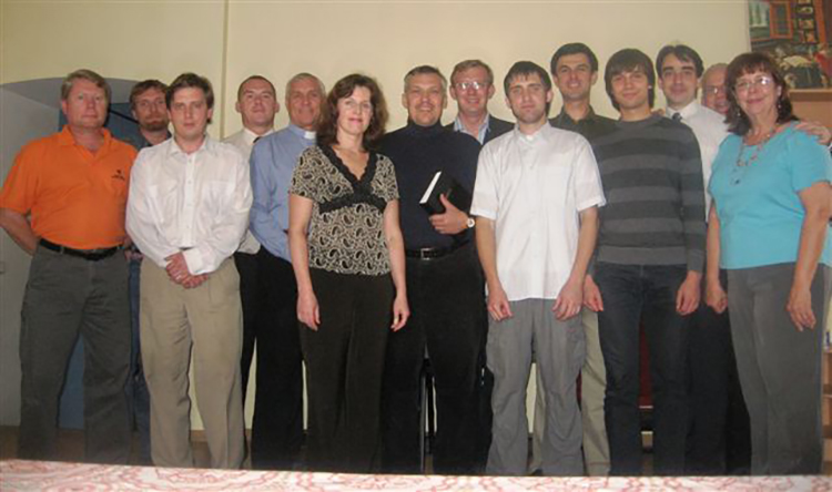 Seminary students and staff with John and Eleanor Mahon.