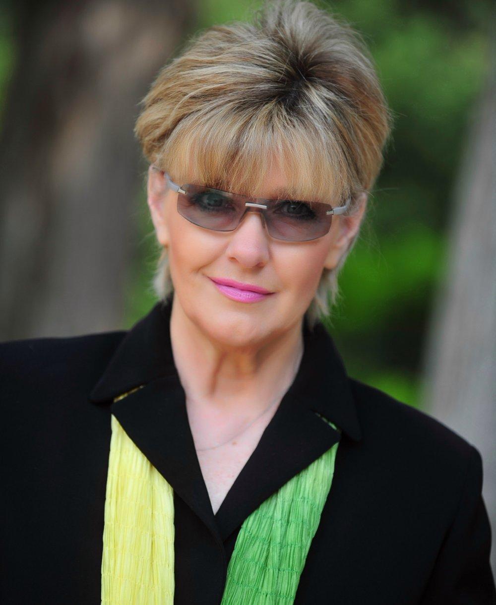 Donna Thomason headshot_17..jpg