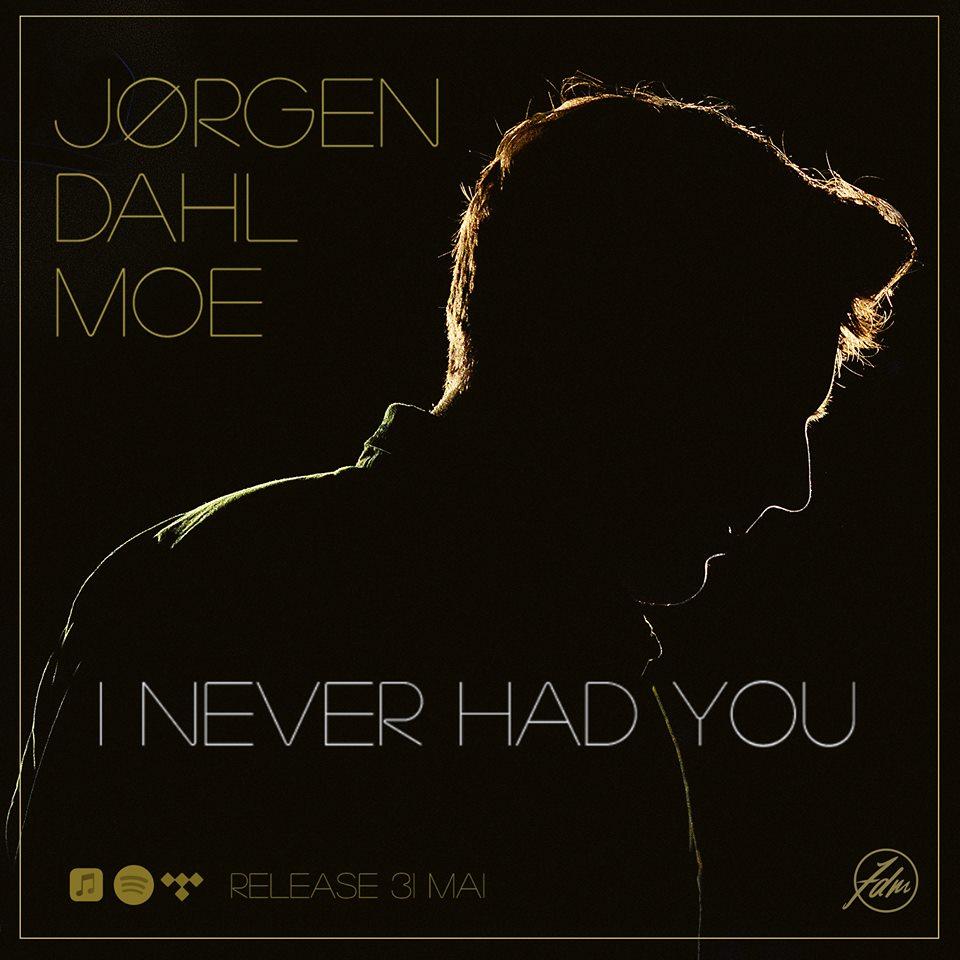 """I Never Had You - 31. mai slipper Jørgen Dahl Moe låten """"I Never Had You"""" på eget selskap.Det er en solid og deilig sommerlåt, med rendyrket country/pop-låt og en klar kjærlighet til folk og americana.Link til singel - trykk herLink til pressebilder - trykk herwww.jorgendahlmoe.comjrgenmoee@gmail.com+47 930 34 404"""
