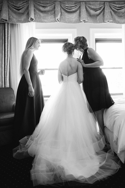 Nissa+Jesse_Wedding_Seattle_SoleRepairShop_6252015_10.jpg