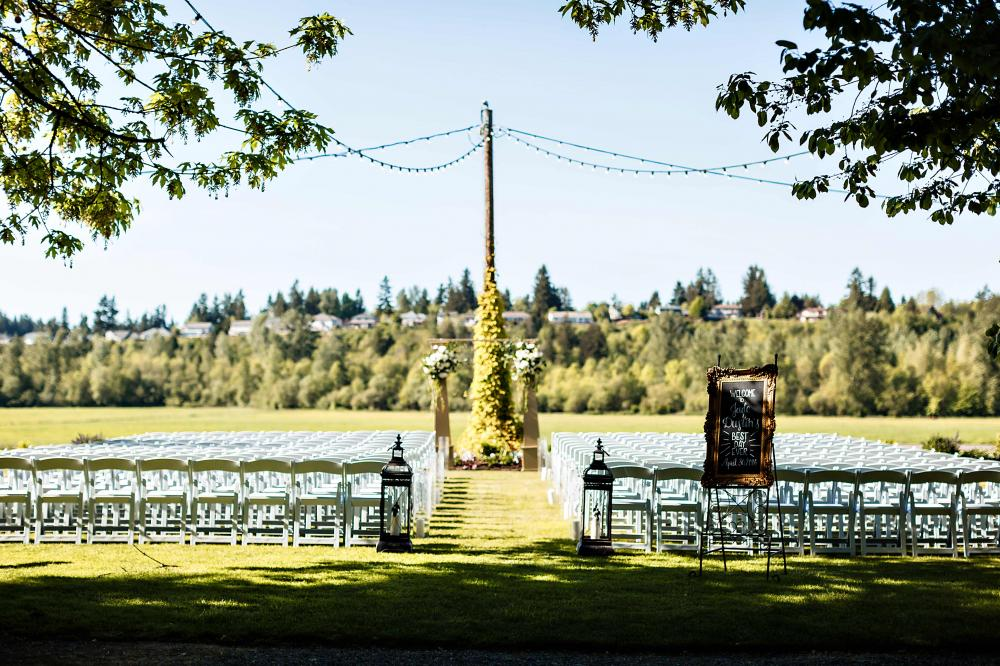 Kelley Farm I Bonney Lake, WA   Creating the perfect backdrop for your wedding day has been our passion for over ten years. From our beautiful farm fields to our rustic barn, every detail of our venue has been crafted with the special needs of brides in mind.  Here you will find privacy, beautiful grounds, ample room for your guests, indoor and outdoor ceremony sites, a charming bridal cottage, plenty of parking, and exemplary service from our staff. We take pride in knowing that countless couples have had their happiest days spent at the Kelley Farm.  We offer the perfect countryside backdrop for your most memorable moments without sacrificing comfort and convenience. Our wedding barn is fully updated with heated floors, modern bathrooms and AV equipment.  Your guests will find hotels nearby, as well as retail stores and easy access to main highways.