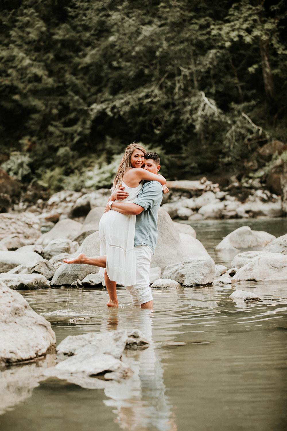 Engagement_locations_in_seattle_snoqualmie_falls_epic_engagement_photos_by_the_river