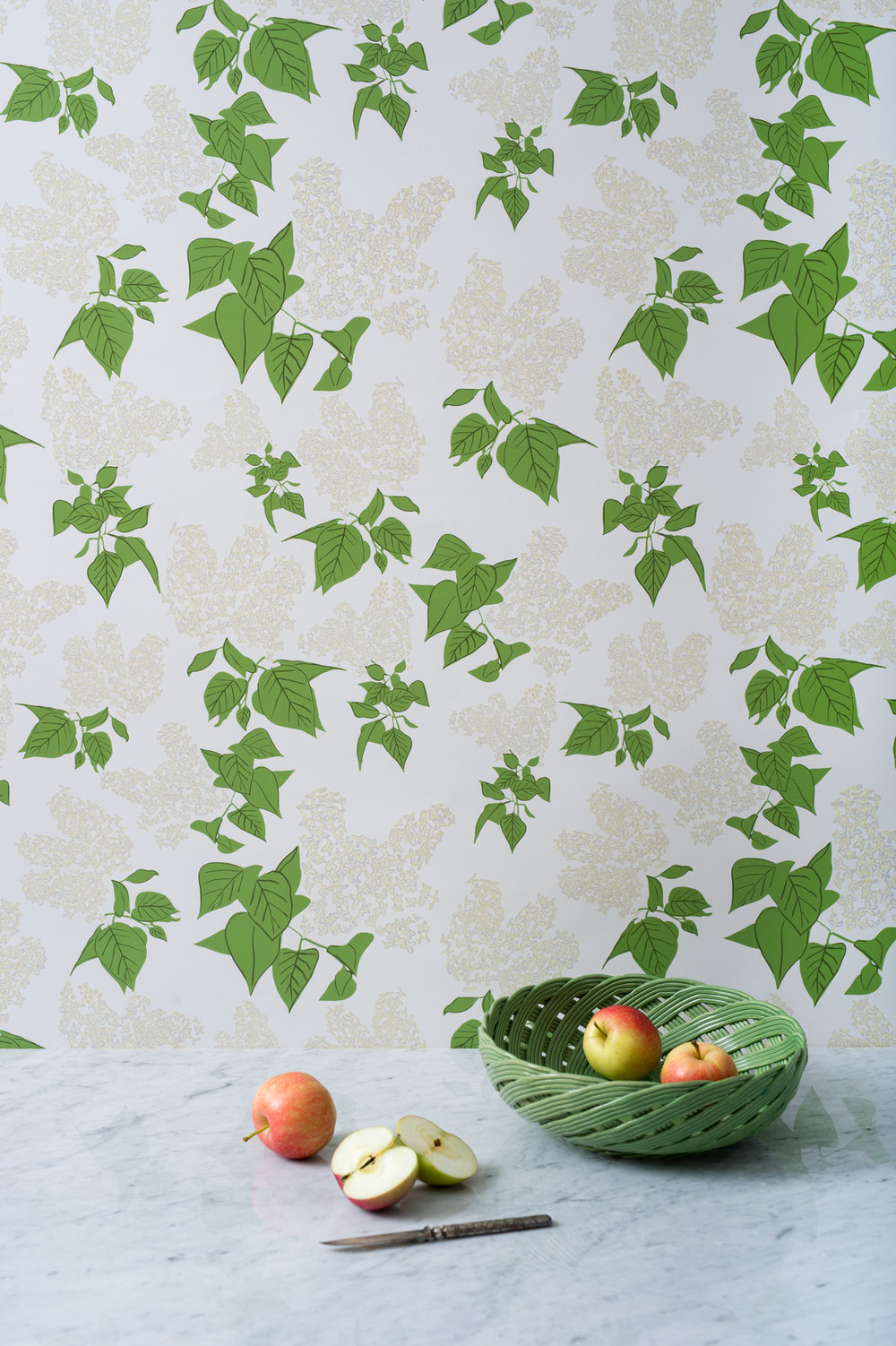 Kate Golding Lilac wallpaper // Modern wallcoverings and interior decor.