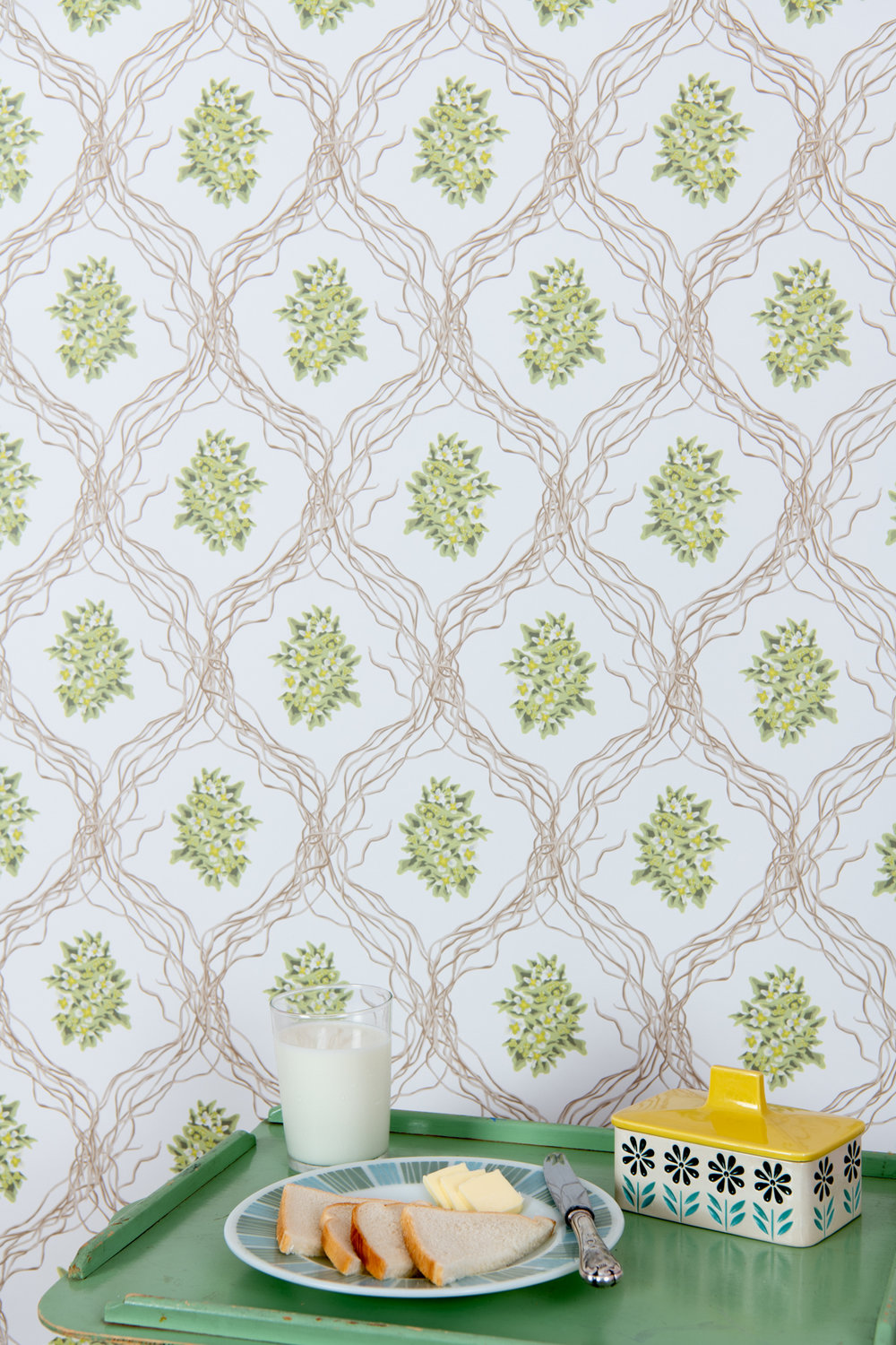 Kate Golding Trinity Floral wallpaper // Modern wallcoverings and interior decor.
