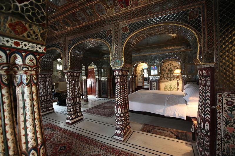 800px-Sheesh_Mahal_Suite,_Samode_Haveli,_Jaipur.jpg