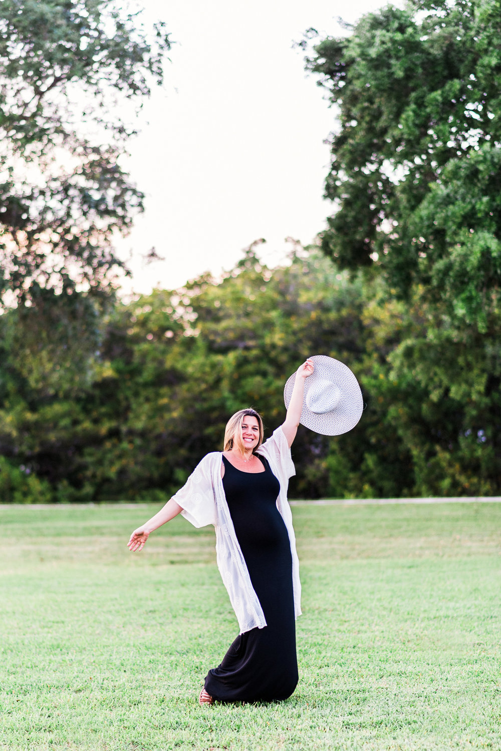 Fun + Playful MATERNITY PHOTOS | A Riverside Park Florida Maternity Session