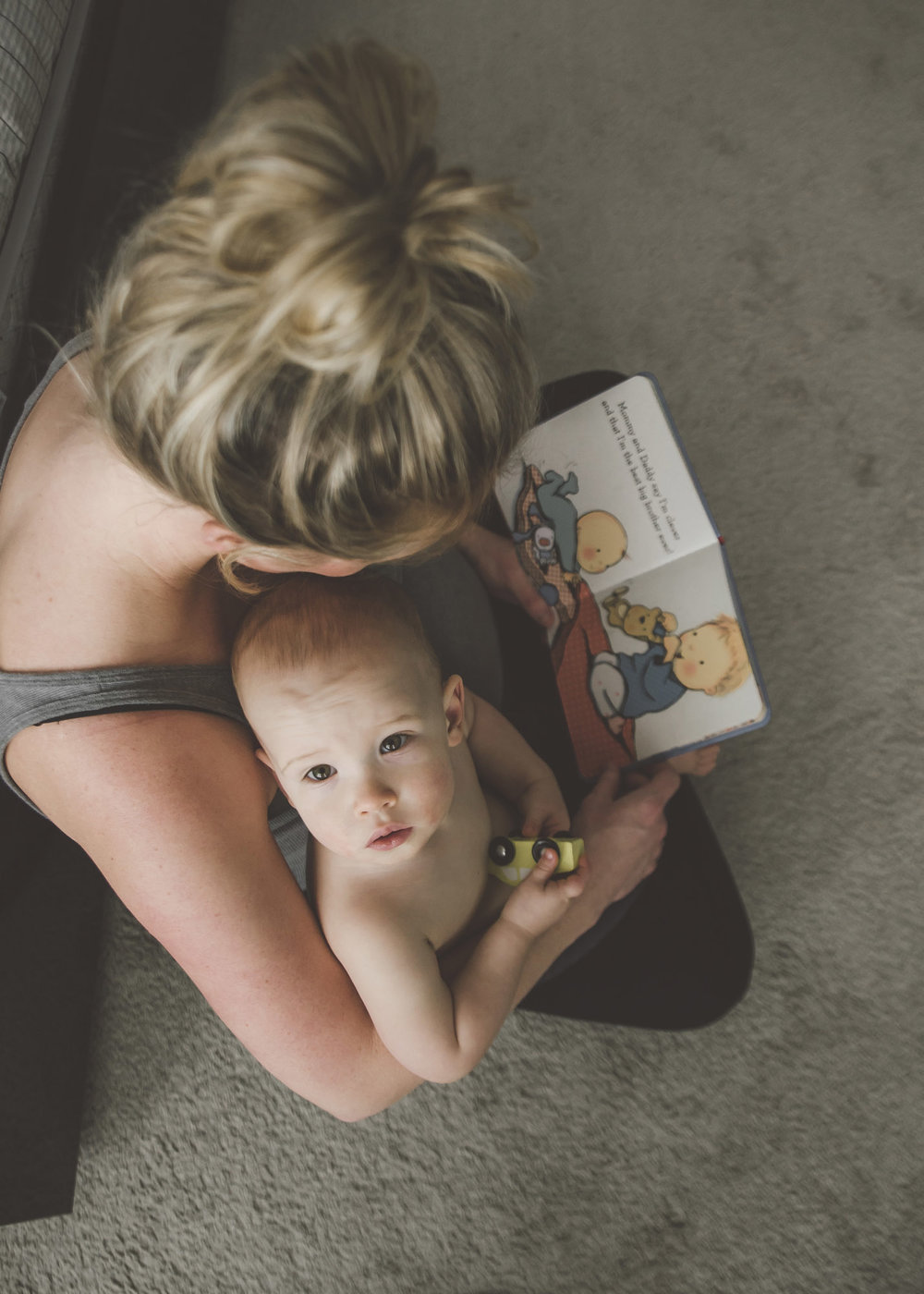 A BEAUTIFUL, RELAXED IN HOME MATERNITY SESSION - Alicia Nicole Wopereis Photography