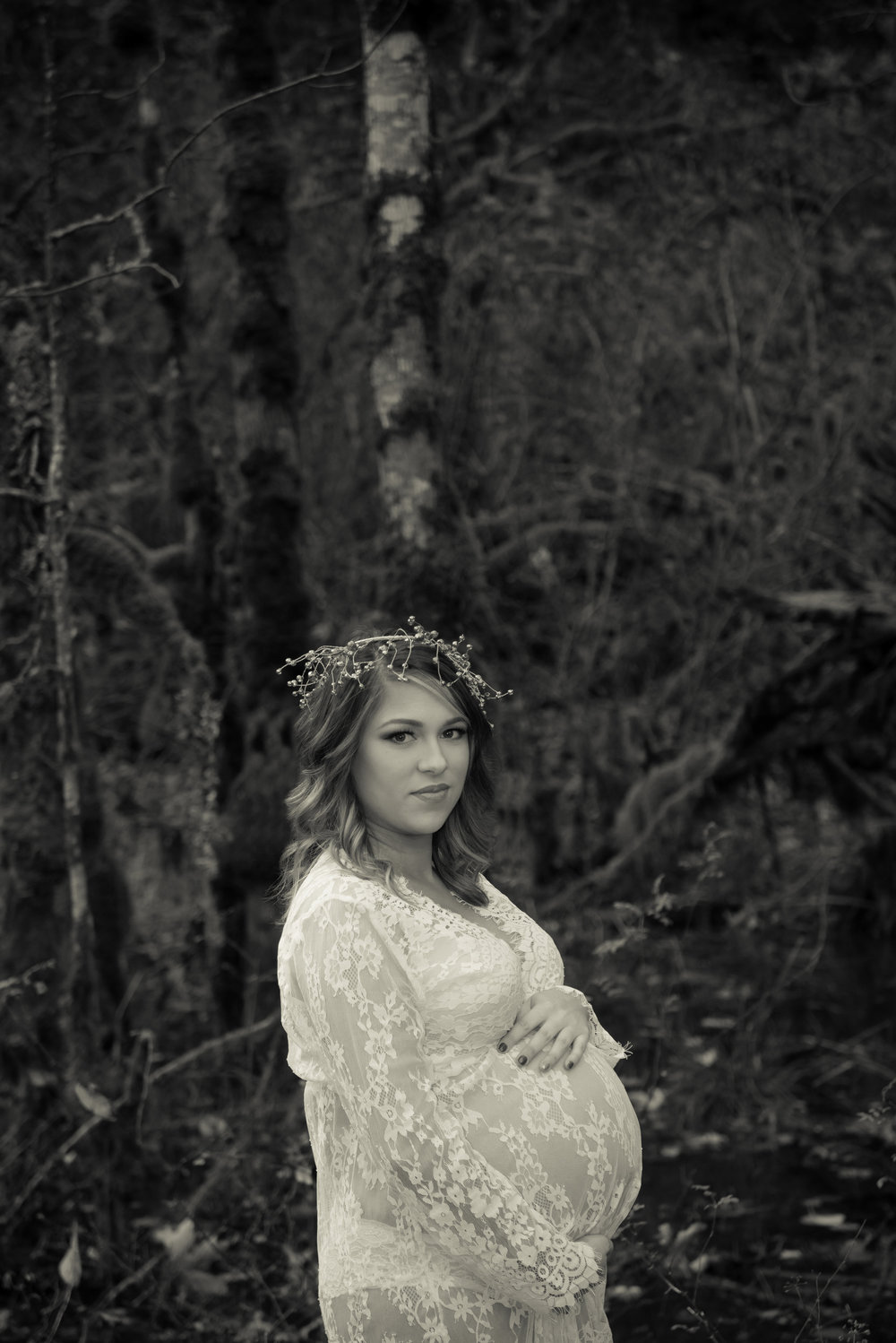 MATERNITY PHOTOS | Dreamy Forest Maternity Photos - Amber Hempen Photography