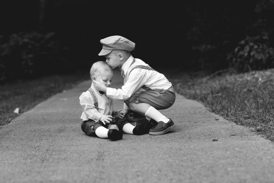 Huck Finn Styled Kids Photos - Jasmine White Photography