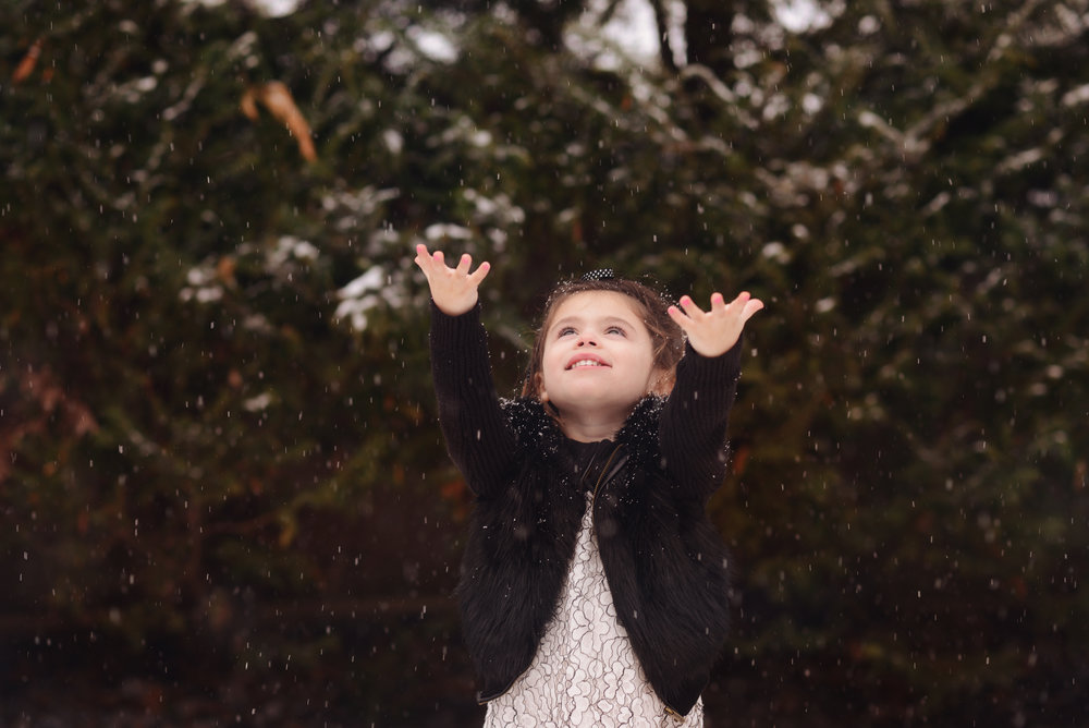 Newborn Sister Photos in the Snow - VeroLuce Photography