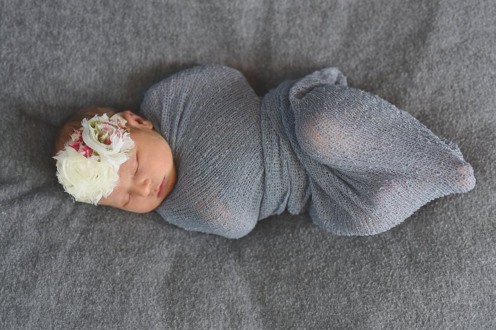 NEWBORN PHOTOS | A Pink + Gray Filled Midwest Newborn Session - Jasmine Norris Photography