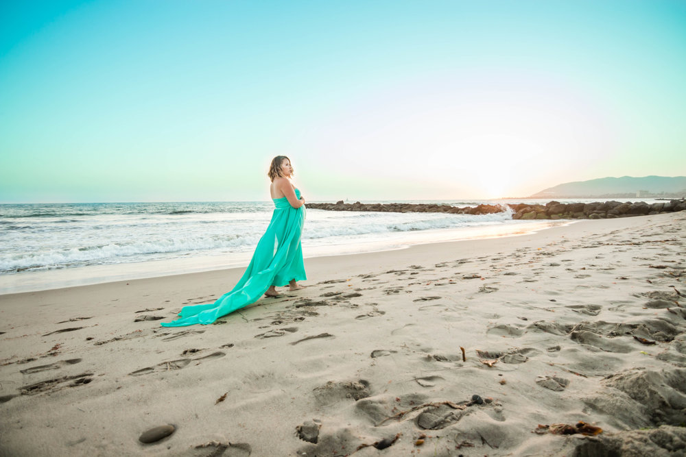MATERNITY PHOTOS | A Sunset Ventura Beach Maternity Shoot - Capture Create Studios - Design by C Boutique